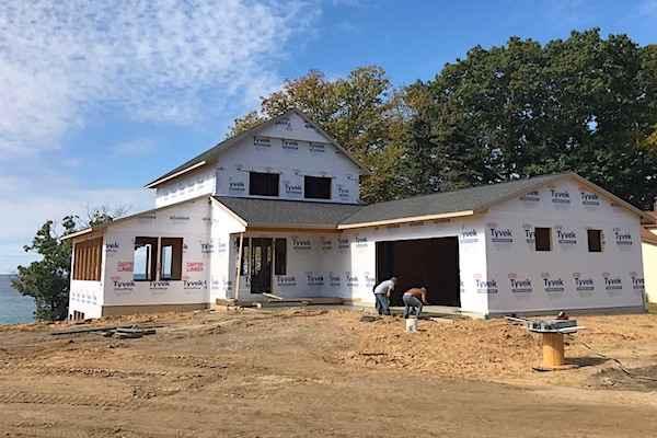 custom lakefront home builder